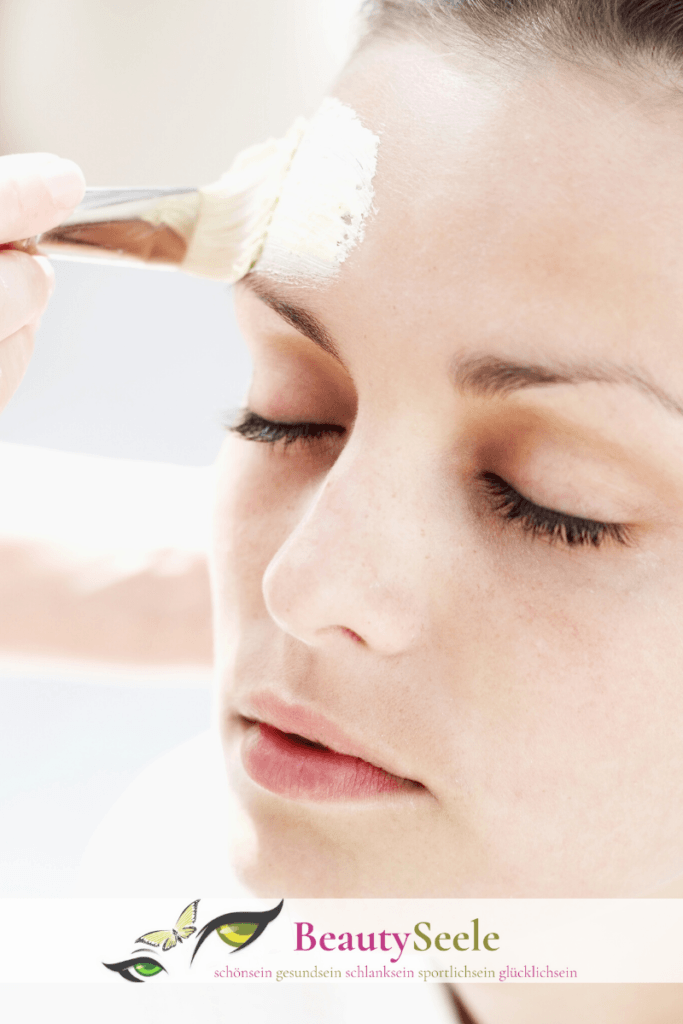 Kokosölgesichtsmaske gegen kleine Fältchen und für eine feineres, jüngeres Hautbild.