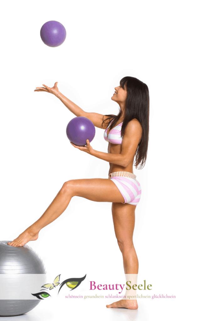 Rückenübungen für zuhause mit Pilates Bällen