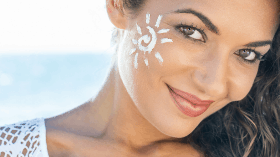 Sonnencreme im Gesicht richtig auftragen
