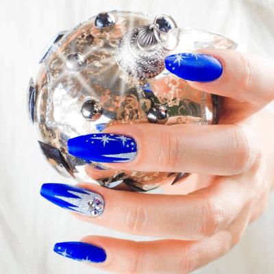blaue Winternägel mit sternen