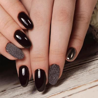 Schwarze Herbstnägel mit glizer