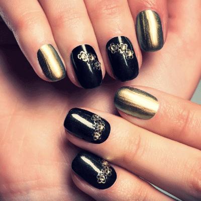 Schwarze Nägel mit Metallic Look