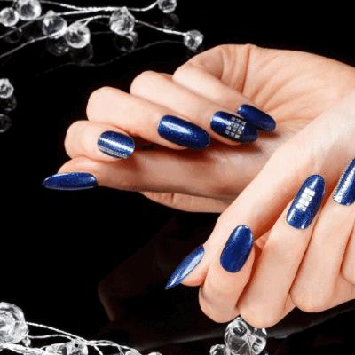 blaues Naildesign