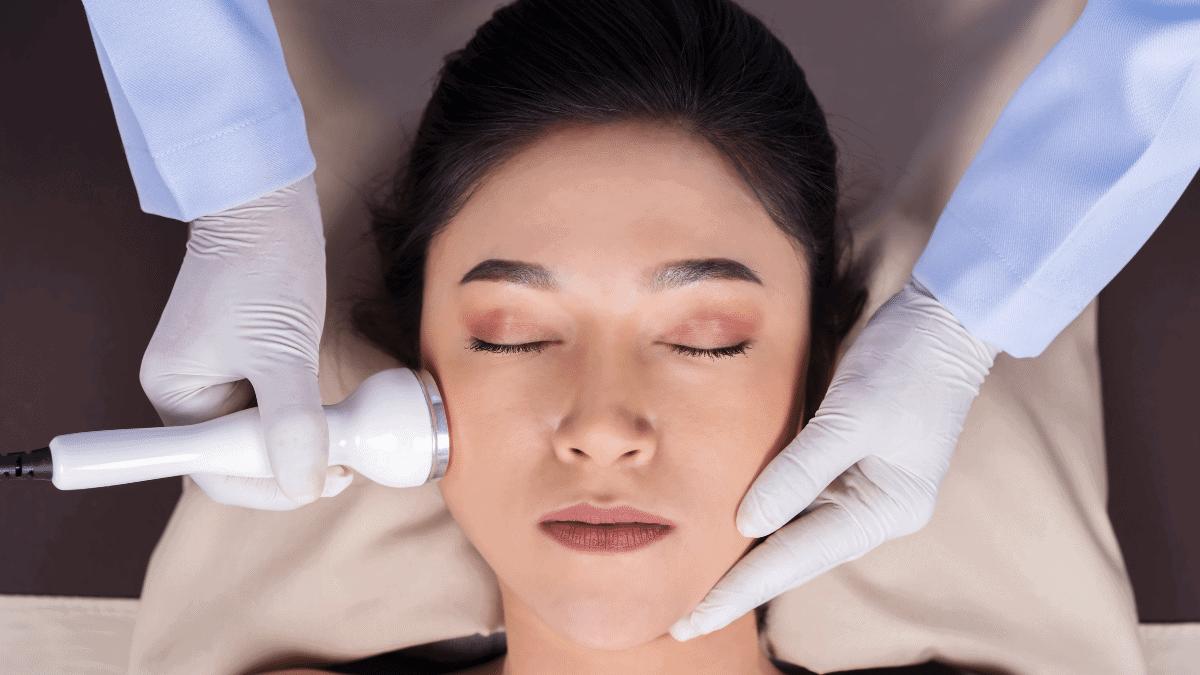 Ultraschallbehandlung Gesicht – Was bringt sie und was kostet sie?
